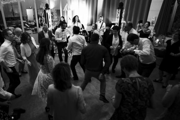 """Le groupe """"Orange trio music"""" anime une soirée dansante de mariage à Genève (canton de Genève). Prestation en Quartet avec bassiste et batteur."""