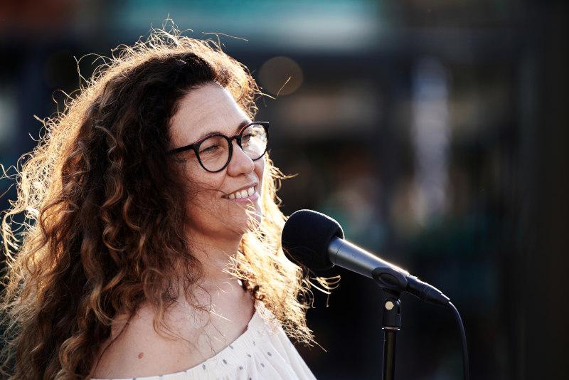La chanteuse du groupe en concert lors d'une soirée Privée à Genève. Engagez vos musiciens professionnels dans le Genevois.